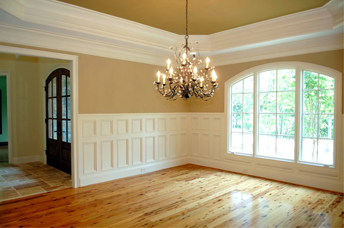 Dining Room with Strong Molding Decor